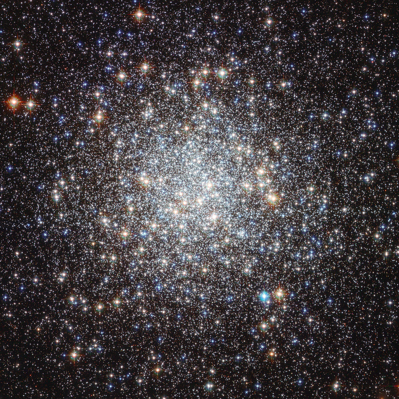 Image taken by Hubble Space Telescope shows the globular cluster Messier 9. Image: Hubble, NASA, ESA.
