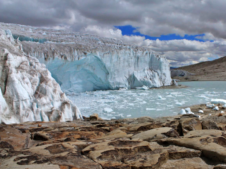 Glaciers are binding water and sealevels are getting lower. Image: Edubucher, Wikimedia.