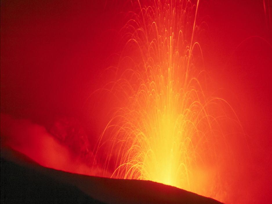 Volcanic eruption. Image: Wolfgangbeyer, Wikimedia